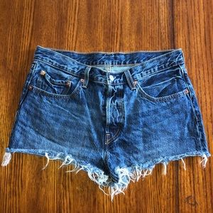 LEVI 501 button fly Jean shorts size 30